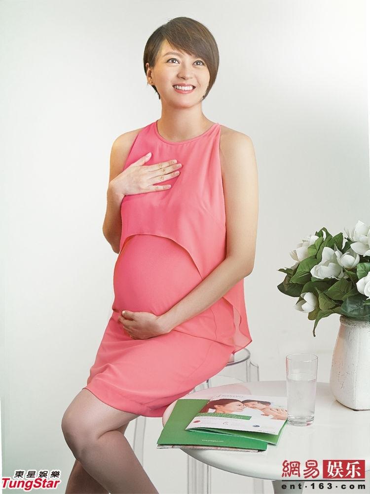 12月4日,目前怀孕6个多月的梁咏琪亲身体验无创产前DNA测试,更成为首位代言人为其拍摄广告。