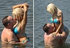 嫩模与老公水中贴身激吻 曝其16岁已完婚