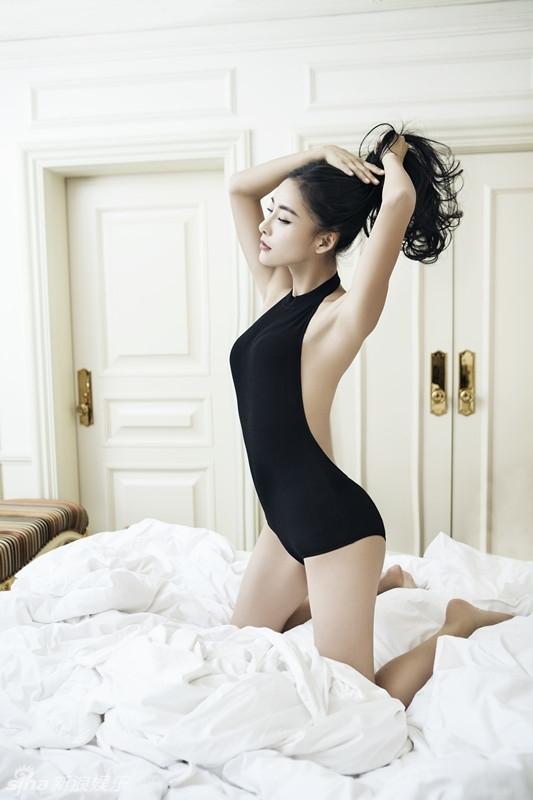 凹凸有致的完美身材 大胆上演美女诱惑