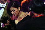 温岚参加舞蹈节目遭意外 脸部撞伤血流不止