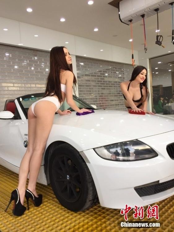 出现了大量的常州比基尼美女洗车