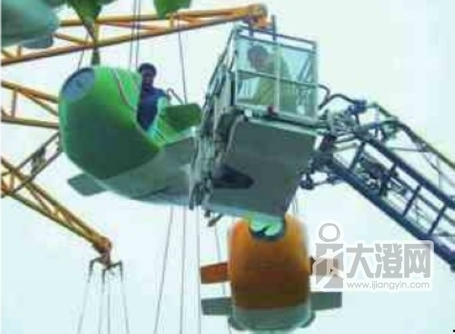西安秦岭野生动物园游乐区一高空飞行