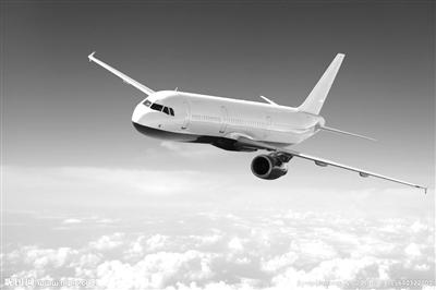飞机准时降落广州白云机场