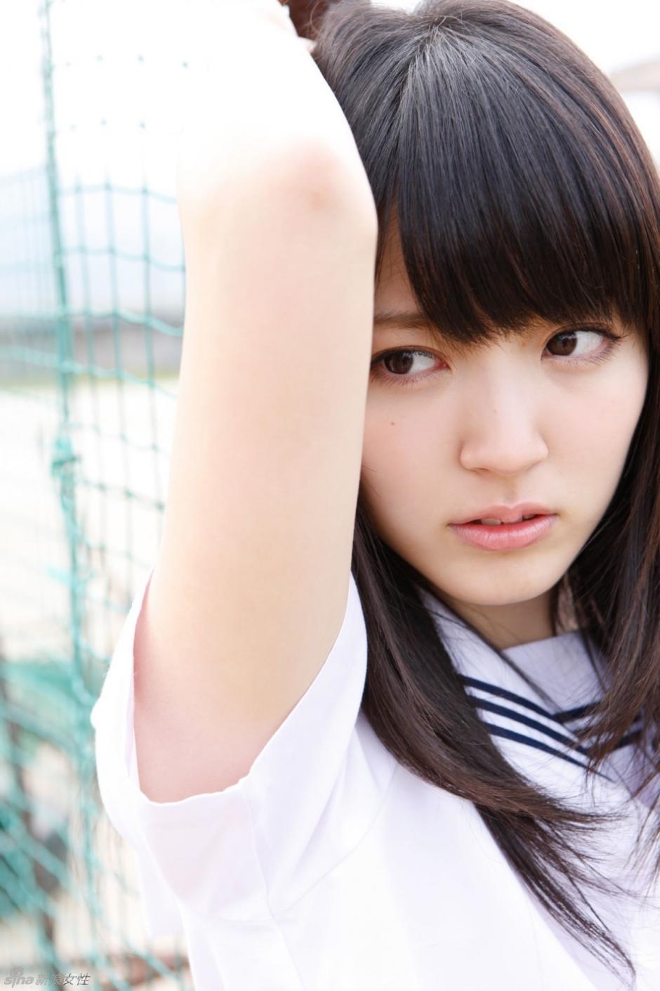 日本电眼萌妹铃木爱理穿上制服瞬间变身萌萌哒学生妹,清新少女气质
