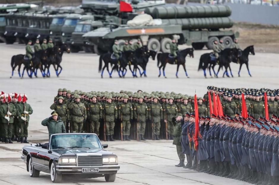当地时间2015年4月22日,俄罗斯莫斯科州,俄罗斯陆军士兵呈方阵队形在图片