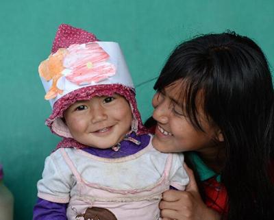 探访尼泊尔地震灾民安置点:生活仍在继续(组图)
