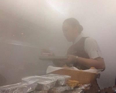 网曝深圳机场大雨机舱内变桑拿房