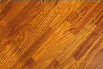 游走在镶木幻影中的圣象v7三层实木地板