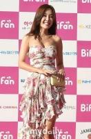 金宥妍以胆的外穿设计亮相