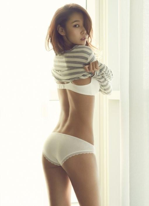 韩模特韩惠珍卧室内衣写真