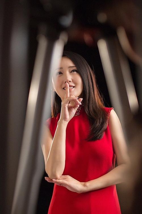 美女就是喜欢黑大_冻龄美女杨钰莹