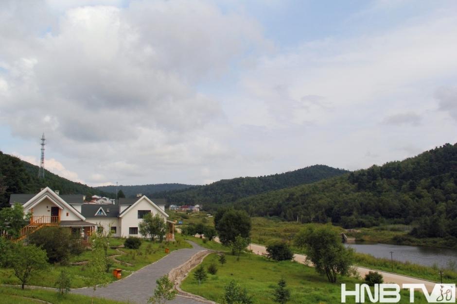 大亮子河国家森林公园游客接待中心(王超 摄)