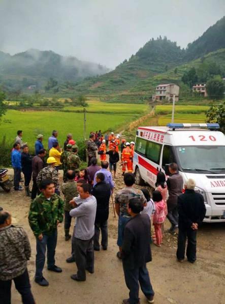 重庆一直升机航拍时坠毁 4人全部遇难 (组图)