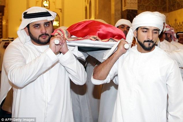 数百人参加迪拜王子葬礼 兄弟抬其遗体(组图)