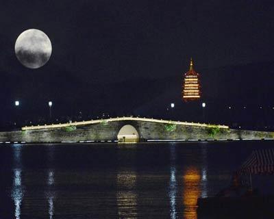 中秋之夜 皓月当空