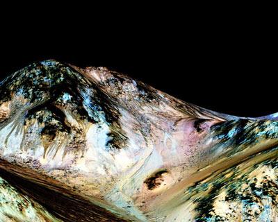 NASA宣布在火星表面发现液态水证据(组图)