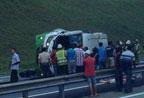 载20名中国人大巴在马来西亚出车祸 4人遇难