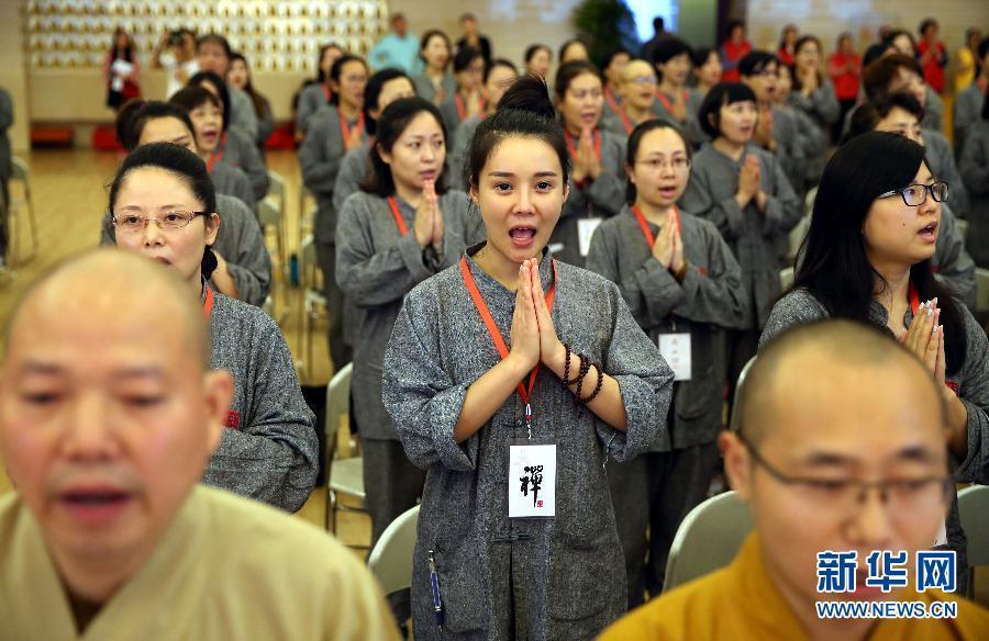 """上海白领""""短期出家""""体验僧人佛门生活"""