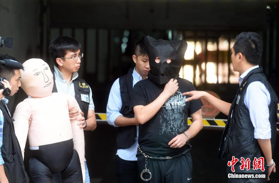 内地游客在港死亡 警方押疑犯现场重组案情(组图)