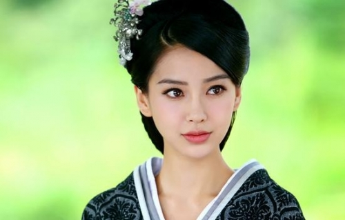 杨颖正脸素颜照片