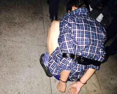 男子进体校偷东西遭学生围捕,自己报警求救(组图)