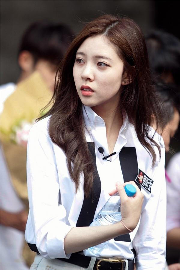 宋妍霏 2015年,以古装电视剧《锦衣夜行》出道,在剧中饰演女二号——