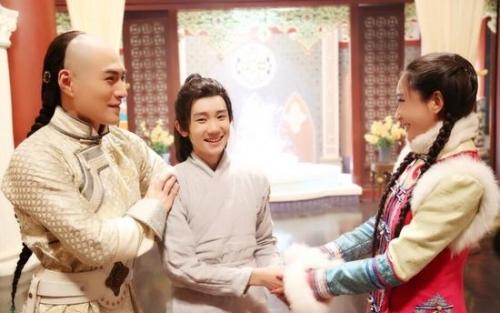 """其中有可爱的弟弟王源""""穿越""""前来探班"""