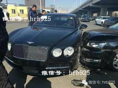 哈尔滨一宾利豪车与大众车相撞