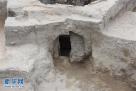 图为发掘出的窑门(资料图片)。 新华社发