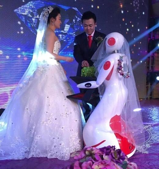 冰城举办高科技婚礼 司仪伴娘都是
