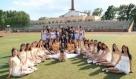 进入毕业季,校园里随处可见各种姿势拍毕业照的~下面的这些毕业照是2016年毕业的哈尔滨大学生拍摄的。