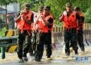 7月20日,河南省安阳市马家乡交口村的一名村民站在被山洪冲毁的桥边。当日15时,记者从河南省安阳市防汛指挥办公室获悉,该市19日起出现大到暴雨,部分地区特大暴雨,市区周边三大水库均超汛限水位,9.8万余名群众紧急转移。新华社记者 李安 摄