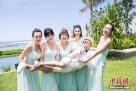 2016年3月30日,巴厘岛,包贝尔和妻子包文婧补办婚礼。 由张歆艺、柳岩、贾玲等组成的伴娘团吸引眼球。图片来源:东方IC 版权作品 请勿转载
