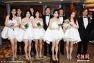 2011年10月31日,台北,S.H.E组合成员Selina(任家萱)大婚。任蓉萱(左一)、Ella(中)、Hebe(右)。图片来源:东方IC 版权作品 请勿转载