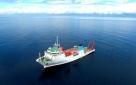 """8月14日 ,""""张謇""""号停泊在新不列颠海沟西部海域作业。新华社记者 张建松 摄"""