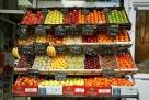 法国巴黎的水果摊,整齐且品种丰富