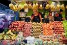 西班牙巴塞罗那的水果摊:新鲜、整齐