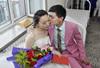 小伙迎娶23岁患癌女友 25天后妻子在其怀中去世