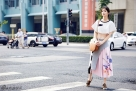 陈紫函早秋街拍写真