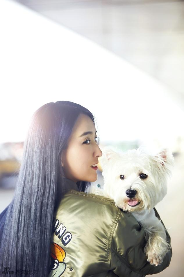 马苏抱着宠物