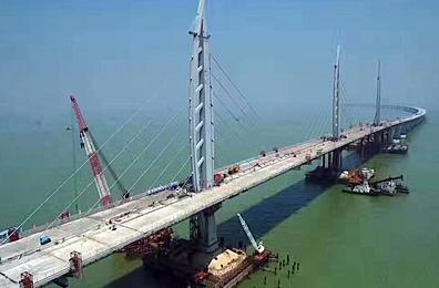 港珠澳大桥主体桥梁全线贯通