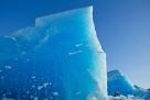 渺小的人类。阿拉斯加的冰原。