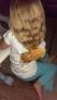 有一些父亲可能天生就是个逗逼,在家陪自己的女儿他们也不能安生,女儿好好的头发非要给人家加上一个面包做点缀。