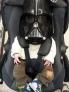 这个父亲可能把自己的孩子当成了玩具,居然给他戴上了一个这么大的星战头盔,当然也可能他是想从小就培养自己孩子爱看星战的兴趣吧。