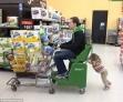 从小就教育孩子孝敬父母是好的,但是让自己的宝贝女儿推着自己逛超市真的好吗?