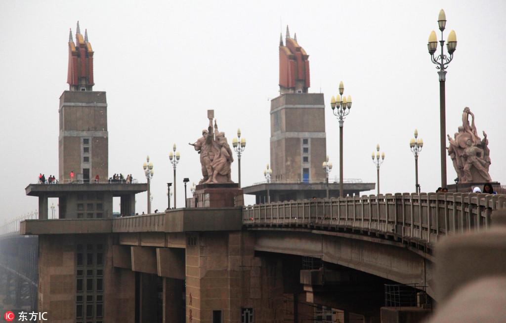 """南京:48岁长江大桥今日封闭 27个月后将""""重生"""""""