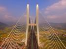 世界最大跨径多塔斜拉桥建成 横跨山谷空中俯瞰气势如虹