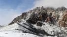 2016年10月27日,银川迎来今秋第一场雪,纷飞的雪花让温度瞬间降低,无论是城市里还是位于西边的贺兰山,处处飞雪。尤其在海拨近3000米的贺兰山金顶,更是如水墨画般美丽。
