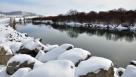这是10月25日在内蒙古呼伦贝尔市牙克石郊外拍摄的雪景。 10月24日下午至25日上午,内蒙古呼伦贝尔市普降大雪,大地一片银装素裹。 新华社发(余昌军 摄)