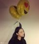 要上天!张馨予头系气球